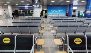코로나19 확진자 발생 1년…텅 빈 청주국제공항